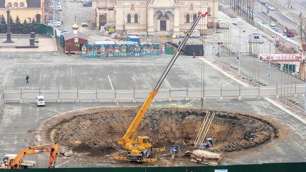 Строительство сухого фонтана идет на центральной площади Владивостока