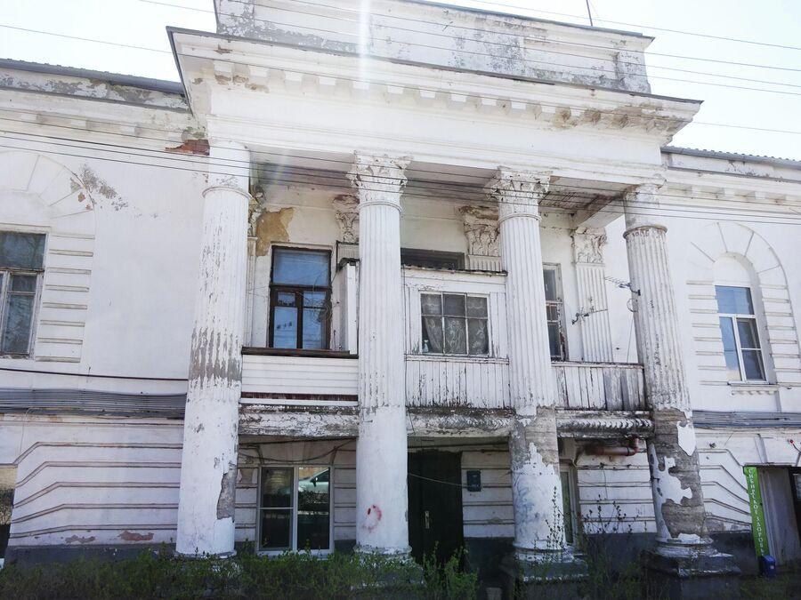 Дом Хрисанфа Кирсанова возведен в 1820-е годы в стиле классицизм