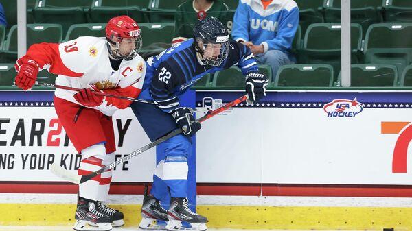 Хоккеист юниорской сборной России Никита Чибриков и Финляндии Оливер Капанен