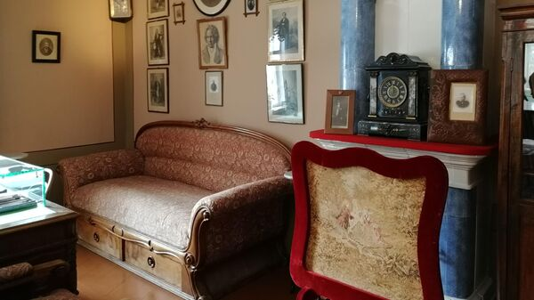 Интерьер гостиной в усадьбе Чайковского в Клину