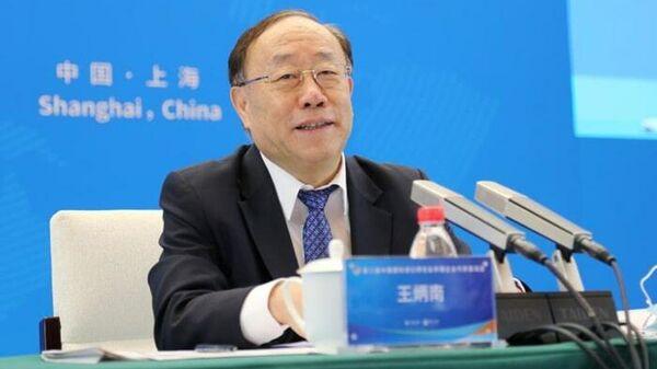 Заместитель министра коммерции КНР Ван Биннань во время выступления