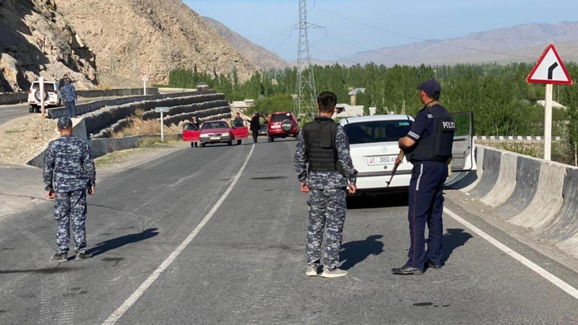 Кыргызские полицейские в районе границы с Таджикистаном - РИА Новости, 1920, 01.05.2021