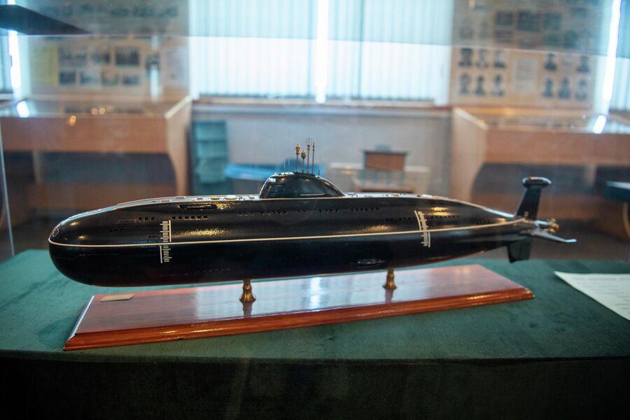 Модель атомной подлодки проекта 671 РТМ, которую впервые отремонтировали на ''Нерпе'' в 1974 году