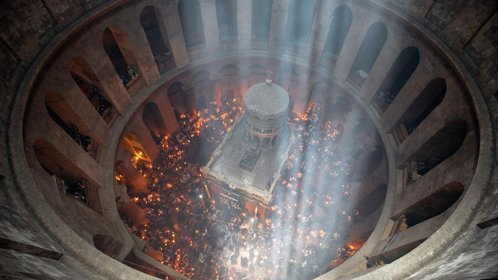 Церемония схождения Благодатного огня в Храме Гроба Господня в Иерусалиме. 1 мая 2021 - РИА Новости, 1920, 01.05.2021
