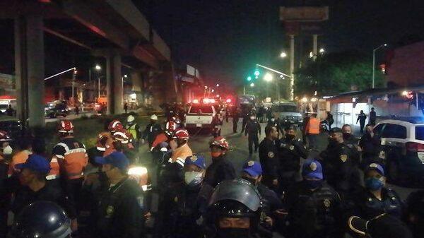 Кадры рухнувшего метромоста в мексиканской столице