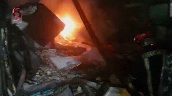Кадры последствий ракетного удара самолетов израильских ВВС по складу в Латакии