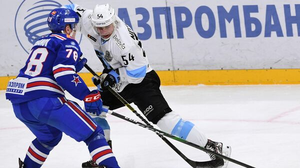 Денис Мосалёв  (справа)