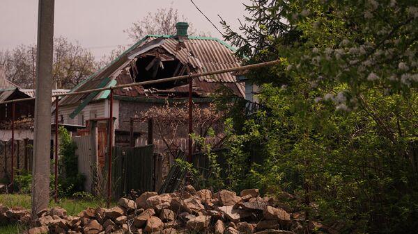 Последствия обстрелов в населенном пункте Золотое Луганской Народной Республики