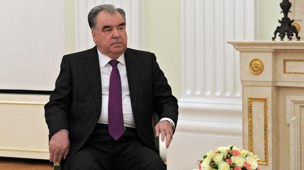 Президент Таджикистана Эмомали Рахмон во время встречи с президентом РФ Владимиром Путиным