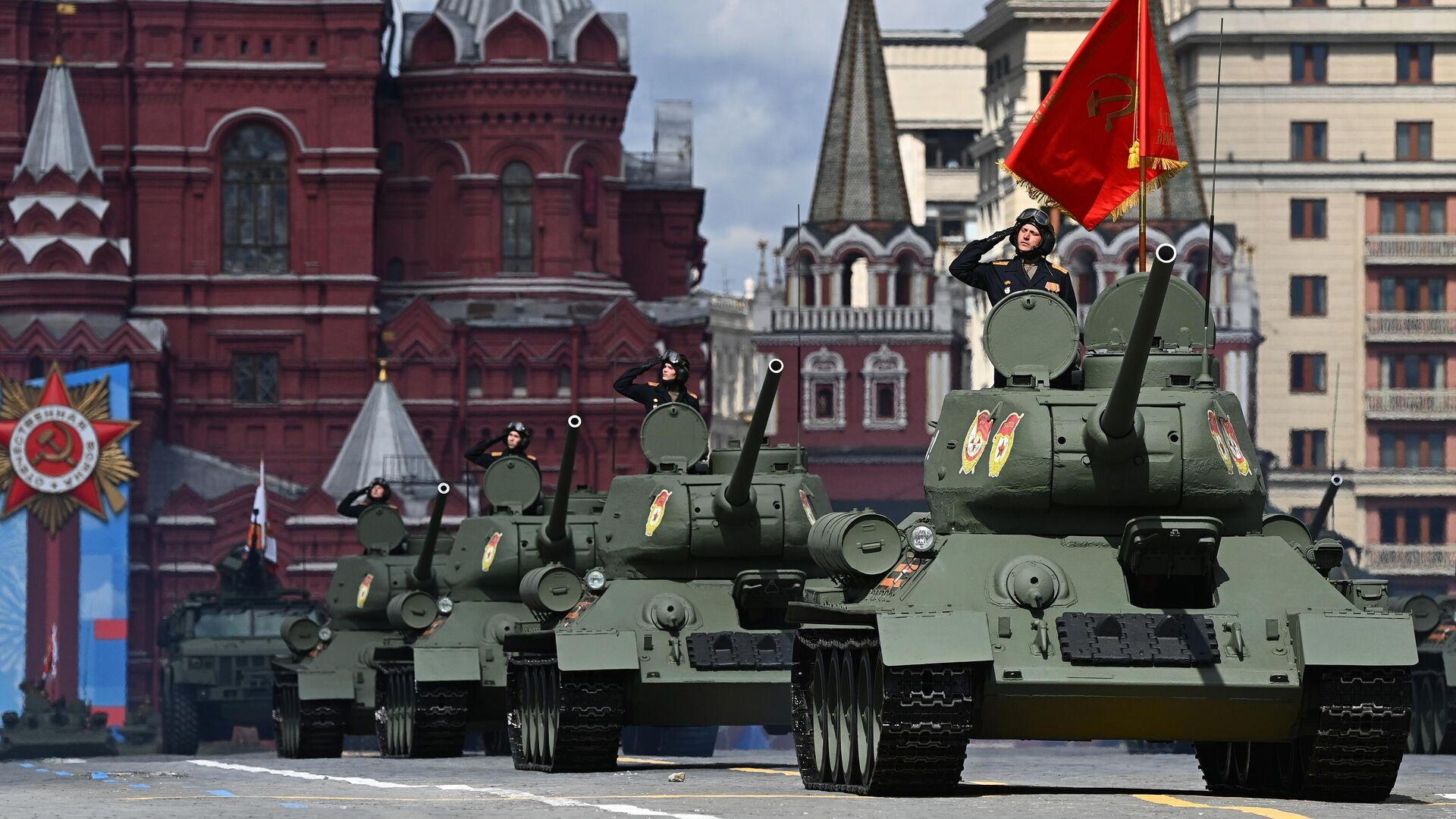 Танки Т-34-85 во время генеральной репетиции парада в честь 76-й годовщины Победы в Великой Отечественной войне в Москве - РИА Новости, 1920, 09.05.2021