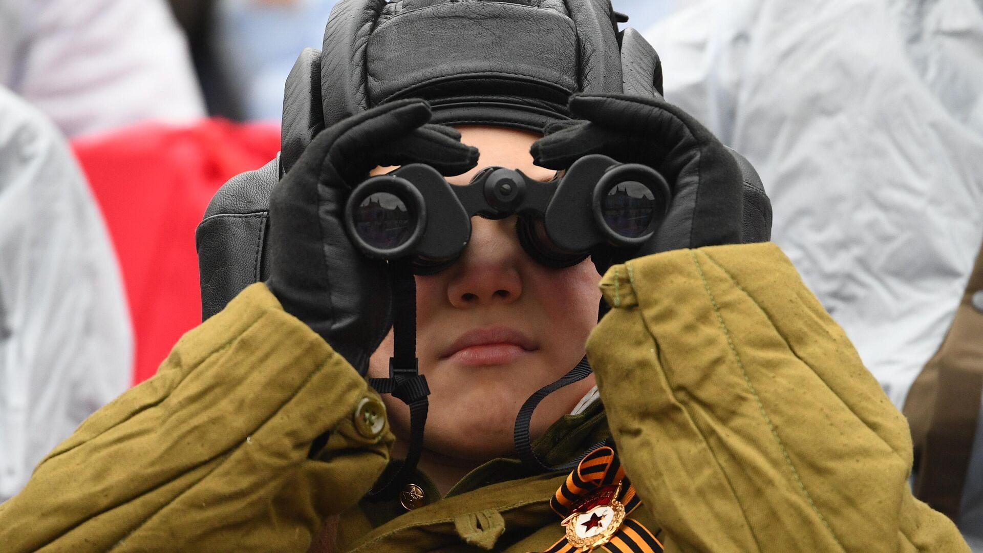 Мальчик на военном параде в честь 76-й годовщины Победы в Великой Отечественной войне в Москве - РИА Новости, 1920, 12.09.2021