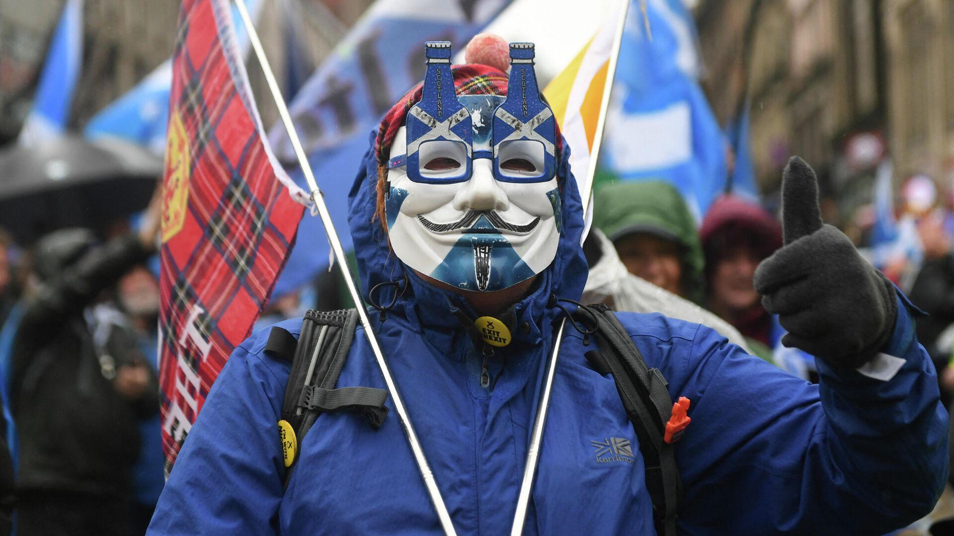 Сторонник независимости Шотландии во время демонстрации в Глазго - РИА Новости, 1920, 10.05.2021