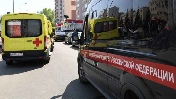Автомобили Следственного комитета РФ и скорой медицинской помощи