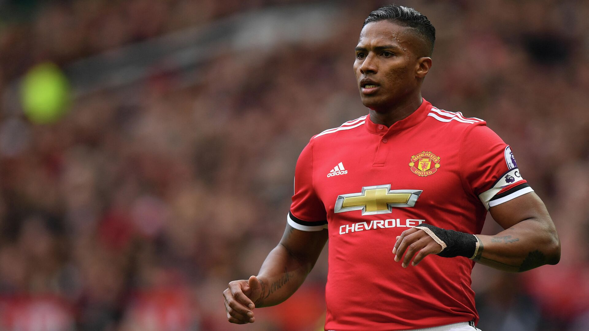 Manchester United's Ecuadorian midfielder Antonio Valencia is pictured during the English Premier League football match between Manchester United and Arsenal at Old Trafford in Manchester, north west England, on April 29, 2018. (Photo by Paul ELLIS / AFP) / RESTRICTED TO EDITORIAL USE. No use with unauthorized audio, video, data, fixture lists, club/league logos or 'live' services. Online in-match use limited to 75 images, no video emulation. No use in betting, games or single club/league/player publications. /  - РИА Новости, 1920, 12.05.2021