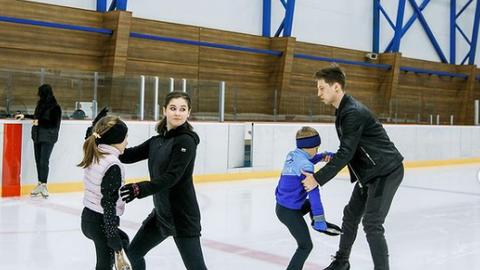 Юлия Липницкая и Влад Тарасенко на тренировке.