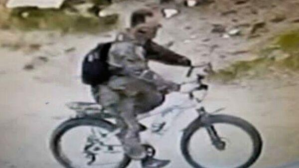 Следком ищет свидетеля убийства 12-летней девочки в Балахне. Кадры с камер наблюдения