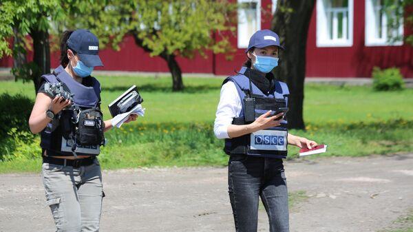 Представители мониторинговой миссии ОБСЕ прибыли на место обстрела в Петровском районе Донецка