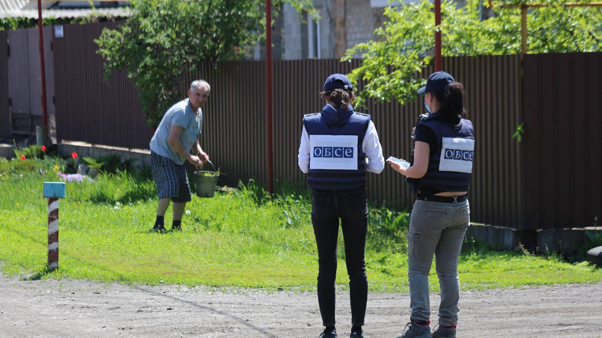 Представители мониторинговой миссии ОБСЕ прибыли на место обстрела в Петровском районе Донецка - РИА Новости, 1920, 17.07.2021