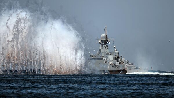 Корабль Черноморского флота ВМФ России на генеральной репетиции парада в честь Дня Военно-морского флота