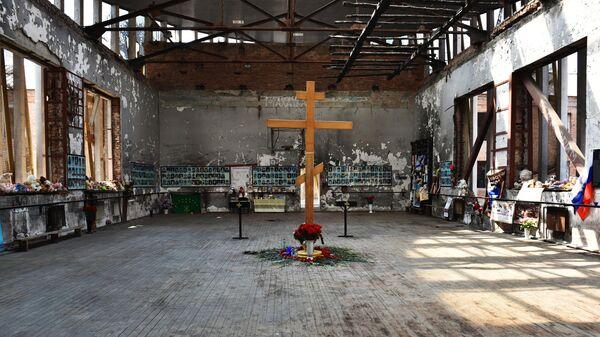 Мемориал на месте спортзала школы № 1 в Беслане