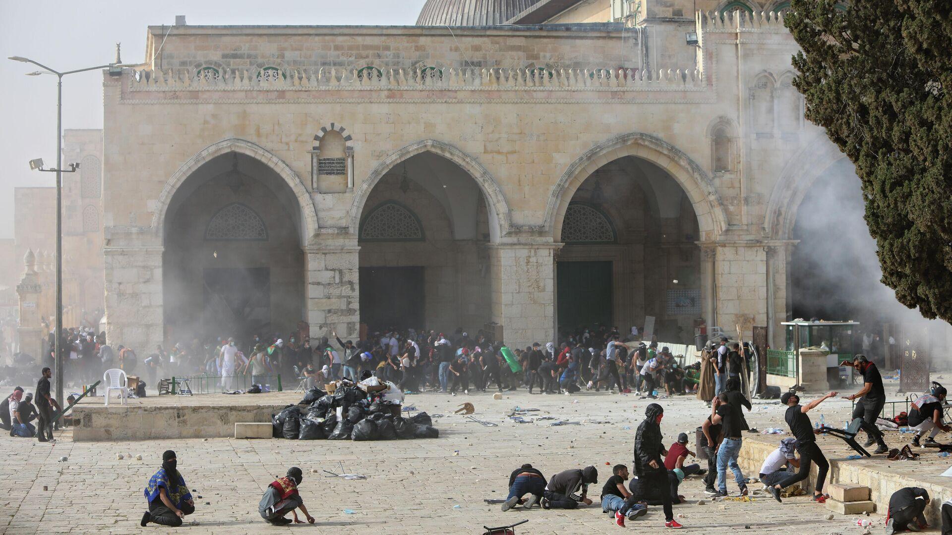 Столкновение палестинцев с израильскими силами безопасности  у мечети Аль-Акса в Старом Иерусалиме - РИА Новости, 1920, 23.05.2021
