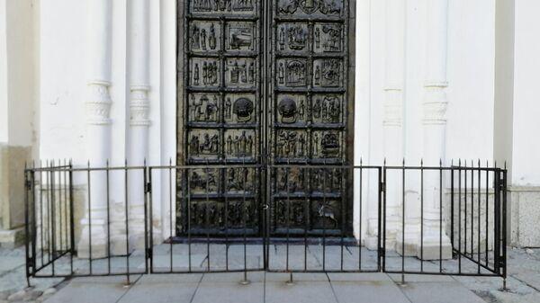 Дверь в Софийский собор