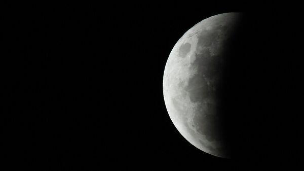 Астроном объяснил кровавый цвет Луны во время затмения
