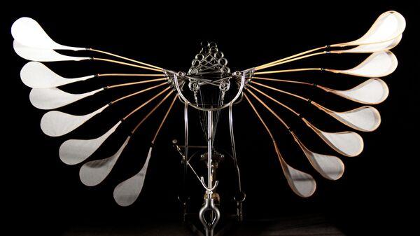 Выставка Владимира Мартиросова Послушные тела. Работа Хвост птицы, 2017
