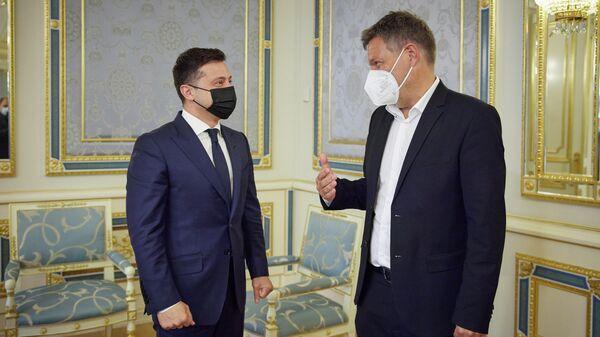 Президент Украины Владимир Зеленский провел встречу с сопредседателем немецкой партии Союз 90/Зеленые Робертом Хабеком