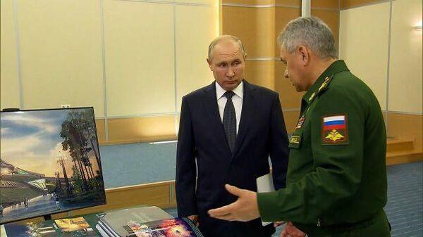Звезда одна на одной: Шойгу показал Путину макет нового музея вооруженных сил