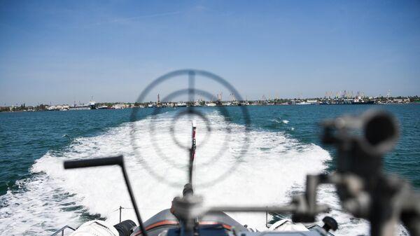 Работа береговой охраны пограничной службы ФСБ РФ в Керченском проливе