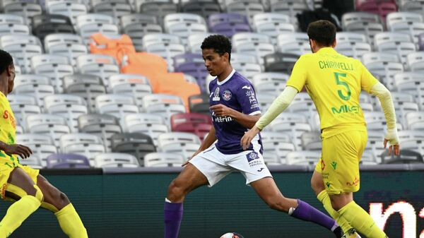 Toulouse' player Amine Adli runs with the ball during the French L1/L2 playoff football match between Toulouse (TFC) and Nantes (FC Nantes) at Le Stadium in Toulouse, southwestern France, on May 27, 2021. (Photo by Fred SCHEIBER / AFP)