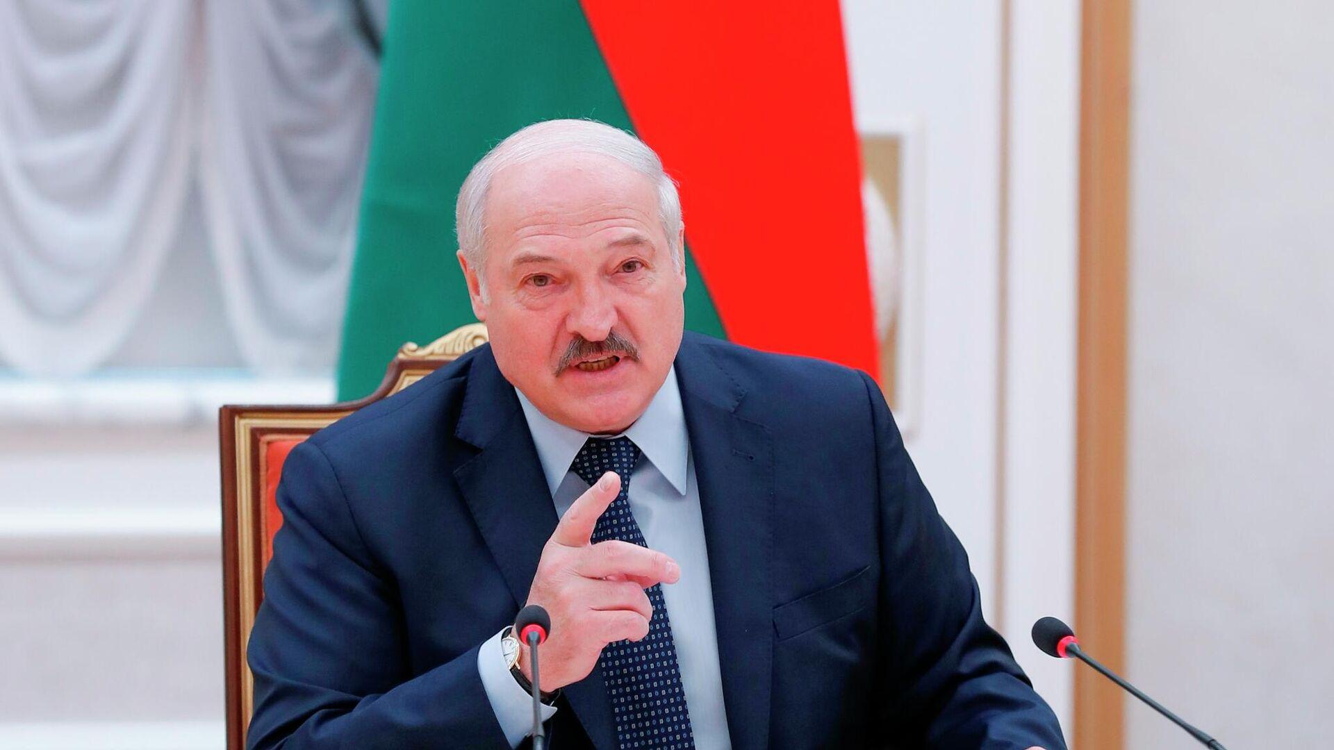 Президент Белоруссии Александр Лукашенко принимает участие в заседании Совета глав правительств СНГ - РИА Новости, 1920, 03.06.2021