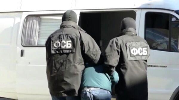 Сотрудники ФСБ во время задержания подозреваемого в подготовке террористического акта в Ставропольском крае