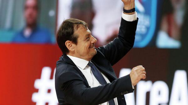 Главный тренер Анадолу Эфеса Эргин Атаман во время матча 1/2 финала мужской баскетбольной Евролиги сезона 2020/2021 между БК ЦСКА (Россия, Москва) и БК Анадолу Эфес (Турция, Стамбул).