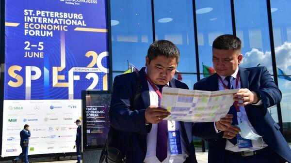 Участники Петербургского международного экономического форума - 2021 в конгрессно-выставочном центре Экспофорум