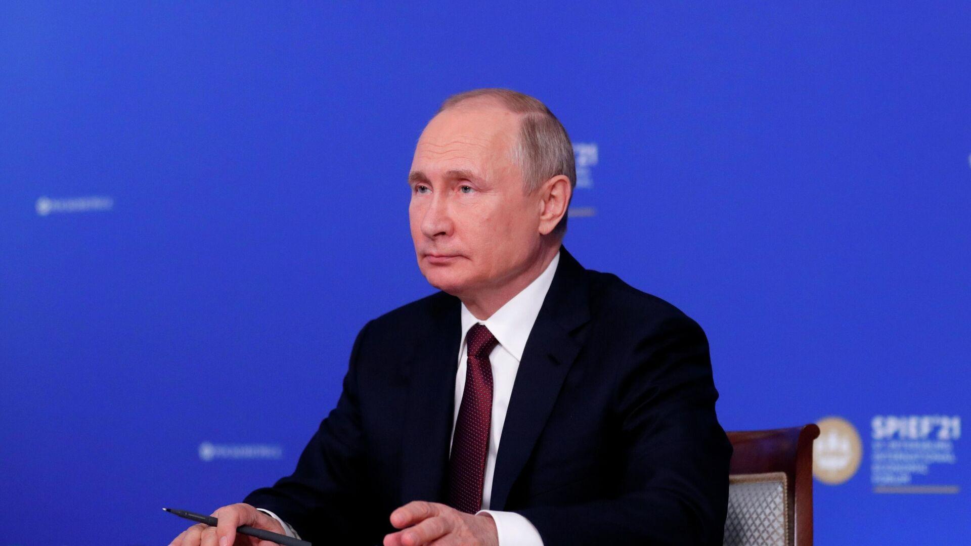Владимир Путин во время встречи в режиме видеоконференции с руководителями крупнейших иностранных компаний в рамках Петербургского международного экономического форума - 2021 - РИА Новости, 1920, 05.06.2021