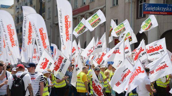 Участники акции протеста польских шахтеров и работников топливно-энергетического сектора в Варшаве