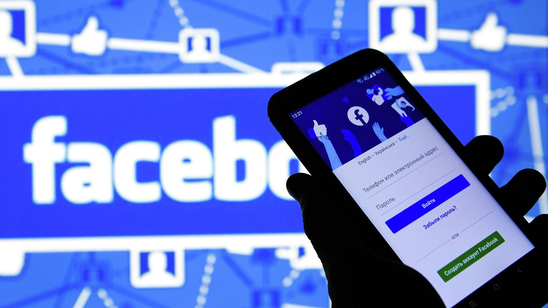Приложение социальной сети Facebook в мобильном телефоне - РИА Новости, 1920, 14.07.2021