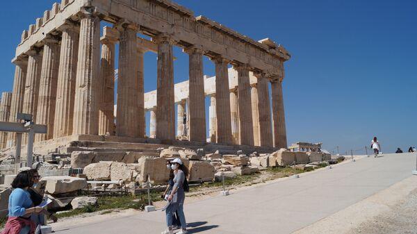 В Греции одобрили въезд туристов, привитых Спутником V