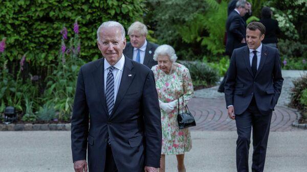 Королева Великобритании Елизавета, президент США Джо Байден, премьер-министр Великобритании Борис Джонсон и президент Франции Эммануэль Макрон на саммите G7 в графстве Корнуолл, Великобритания