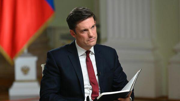 Журналист телекомпании NBC Кир Симмонс во время интервью с президентом РФ Владимиром Путиным