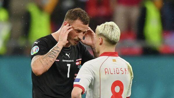 Футболист сборной Австрии Марко Арнаутович и Северной Македонии Эзджан Алиоски
