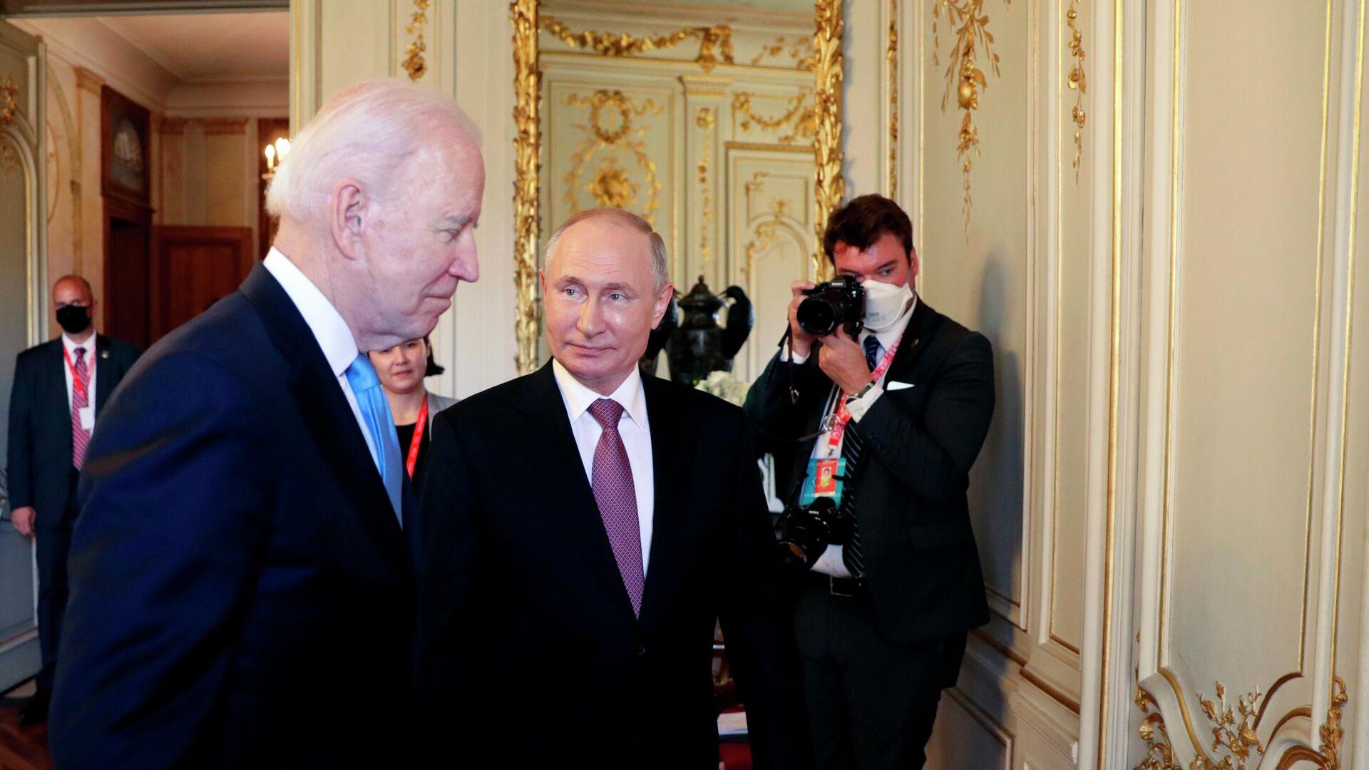 Президент РФ Владимир Путин и президент США Джо Байден перед началом российско-американских переговоров на вилле Ла Гранж в Женеве - РИА Новости, 1920, 17.06.2021