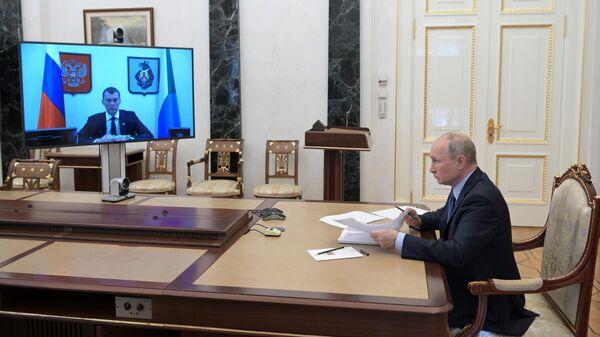 Президент РФ Владимир Путин проводит встречу в режиме видеоконференции с временно исполняющим обязанности губернатора Хабаровского края Михаилом Дегтяревым