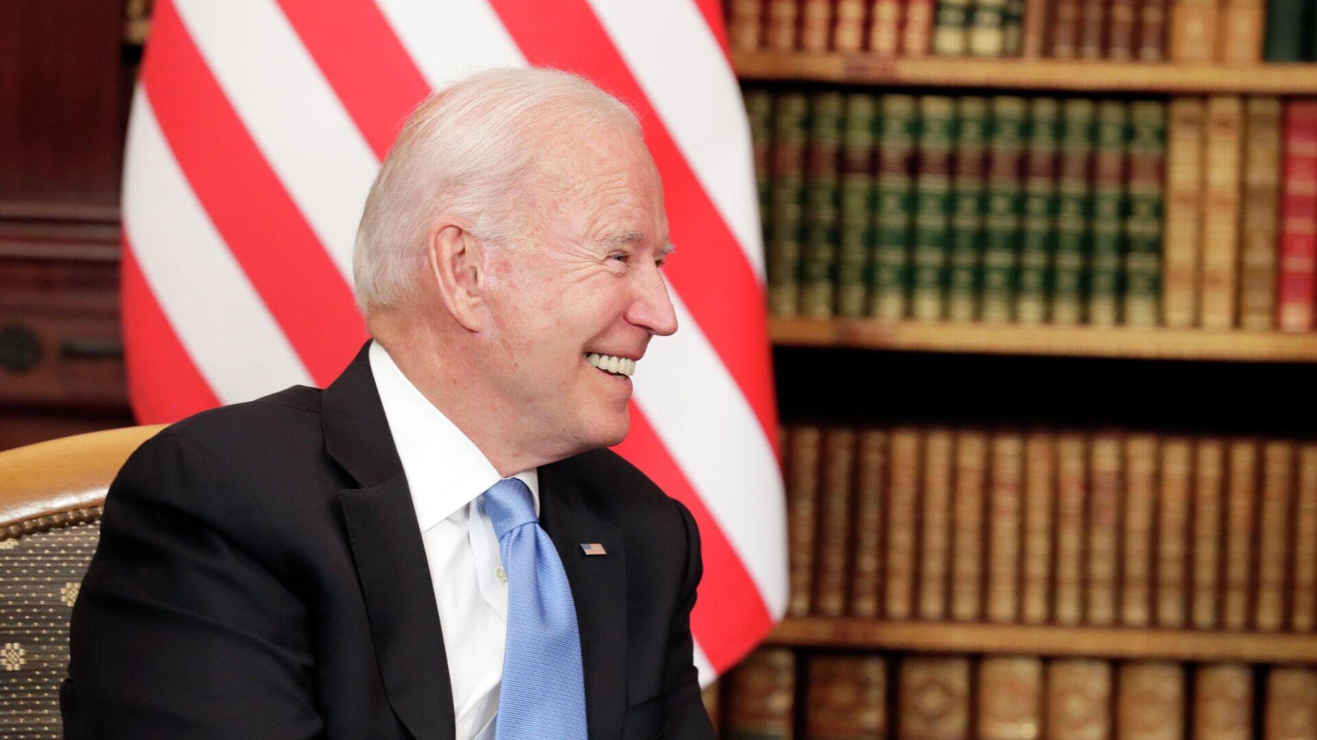 Президент США Джо Байден на вилле Ла Гранж в Женеве во время  встречи с президентом РФ Владимиром Путиным - РИА Новости, 1920, 19.06.2021