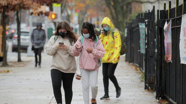 Школьницы в Нью-Йорке, США