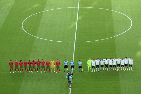 Футболисты сборных Португалии и Германии