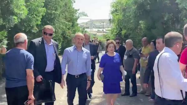 Роберт Кочарян на избирательном участке