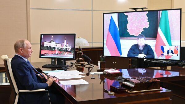 Президент РФ Владимир Путин проводит рабочую встречу в режиме видеоконференции с главой Чеченской Республики Рамзаном Кадыровым